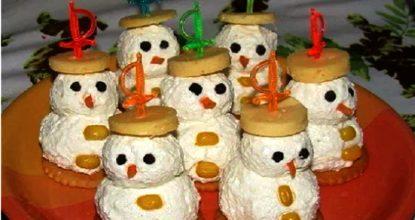 """Новогодняя закуска """"Веселые снеговички"""" – просто и красиво"""