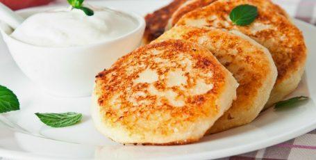 Сырники с манкой и изюмом