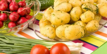 Блюда из молодой картошки: 3 вкусных рецепта