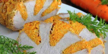 """Свиная корейка """"Радуга"""", запеченная с сыром и морковью"""