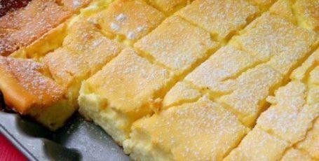 Просто смешиваем все в одной миске и ставим в духовку – творожный десерт!