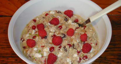 Каша из пяти видов зерновых с фруктами