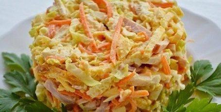 Салат «Новогодний» с ветчиной, орехами и овощами