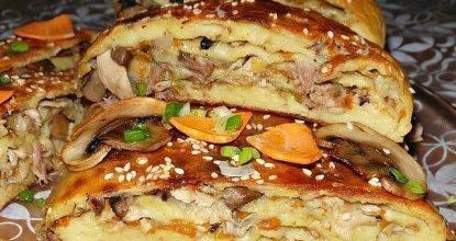 Картофелный рулет с грибами и курицей.