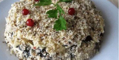 Салат слоеный с черносливом «Увертюра»