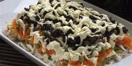 Салат очень вкусный.