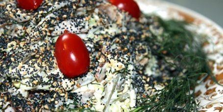 Салат с блинами и мясом