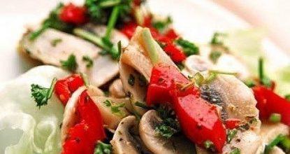 Cалат с грибами и перцем