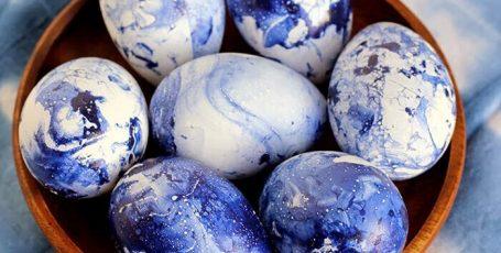 Как необычно покрасить яйца к Пасхе