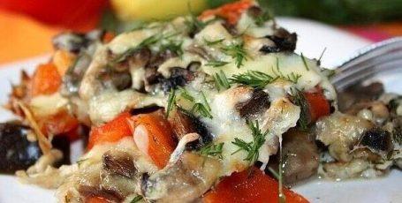 Запечённые баклажаны с грибами и перцем