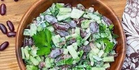 Салат из фасоли с огурцом