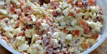 До банальности простой, вкусный и неизбитый салатик