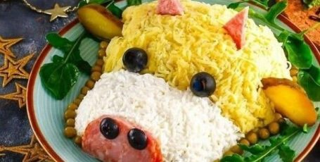 Салат с копченой колбасой на год Быка