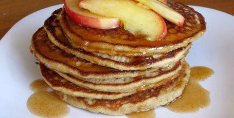 Яблочные оладьи – вкуснейший ПП-перекус или полноценный фитнес-завтрак