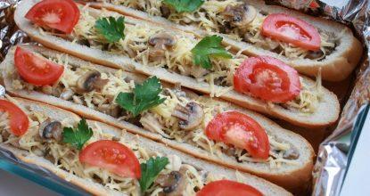 Фаршированный багет с курочкой, сыром и шампиньонами