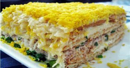 До неприличия вкусный торт-салат закусочный. Очень вам рекомендую!