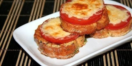 Сырные гренки с помидорами- отличная идея к завтраку