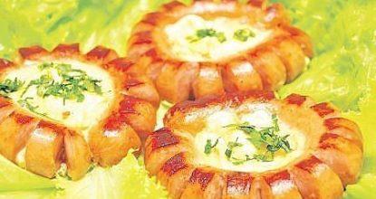 Яйцо в сосиске – идея для завтрака