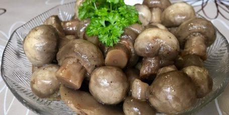 Вкуснейшие, сочные грибочки!!!!!!! Готовятся они 15 минут! А съедаются еще быстрее!