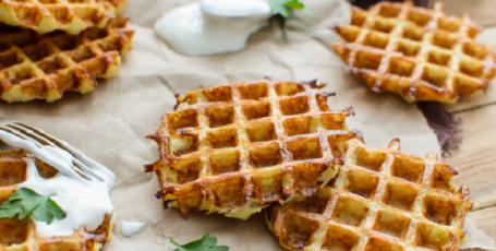 Быстрый завтрак из картошки – вафли с сыром