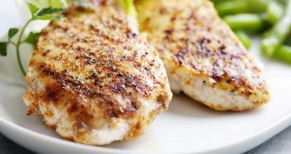 Как приготовить нежную и сочную куриную грудку
