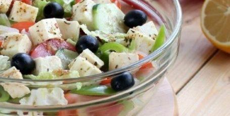Греческий салат с китайской капустой