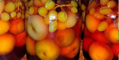 Компот из персиков и винограда